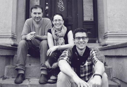 De gauche à droite:  Jeff Aldrich, Kyra Kristof et Caithrin Rintoul (image:  Alain Wong)
