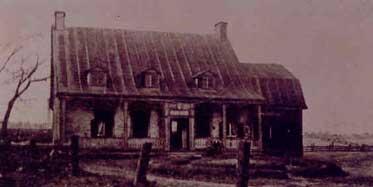 Maison Décarie construite en 1680 (photo: www.n-d-g.ca)