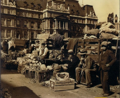 Marché de la Place Jacques-Cartier en 1943 (photo collection Martin Duchesne)