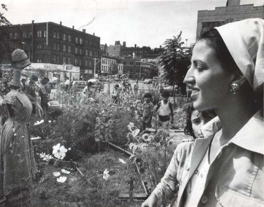 Liz Christy en 1973 dans son jardin de Lower Esast side (photo: Donald Loggins)